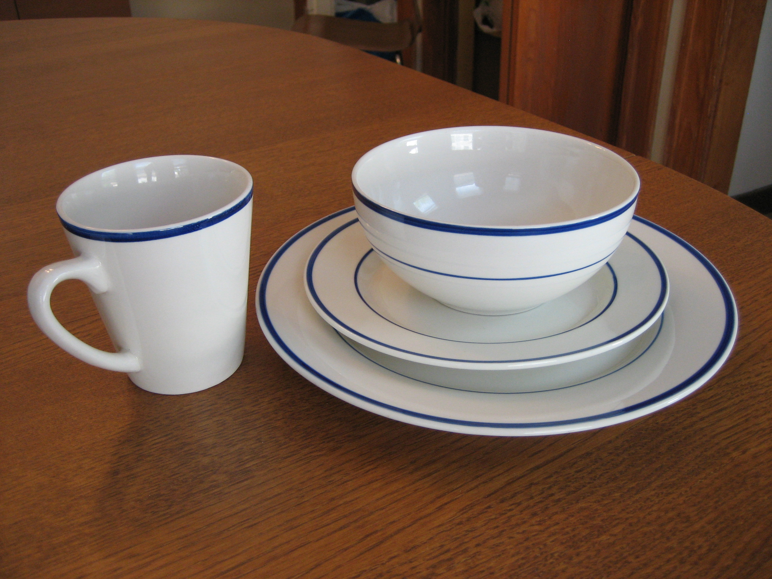 Thomson Pottery Branco-Blue: 8 pc plates, bowl and mug